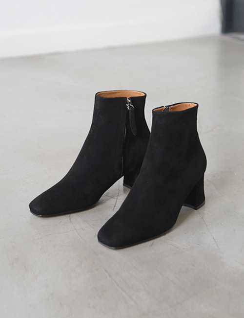 CLOQ ANKLE BOOTS